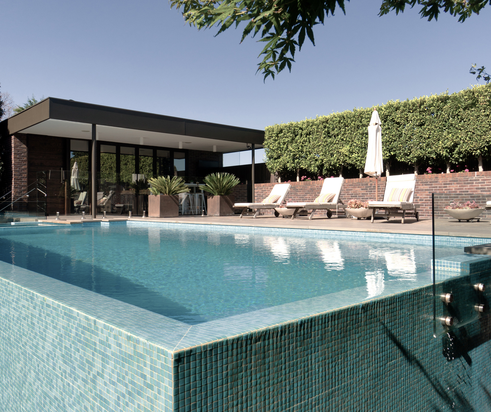 Phooey architects hawthorn house melbourne victoria for Private swimming pool melbourne